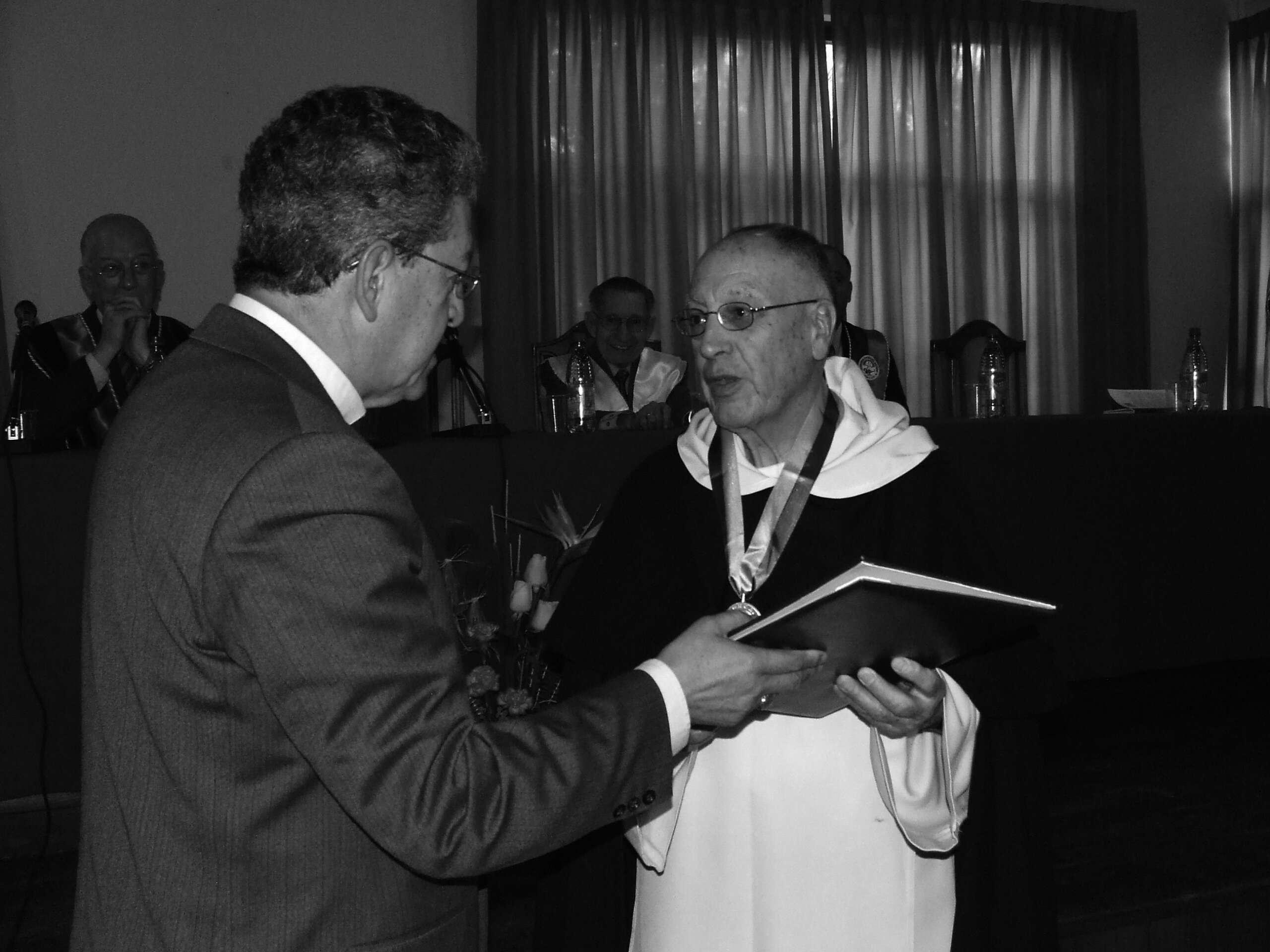 Doctor Honoris Causa para el Padre Oscar Uzin