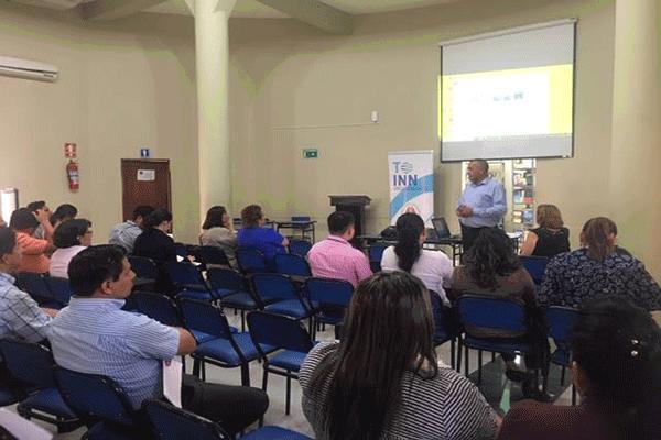 Formación del equipo docente de UNESUM Ecuador.